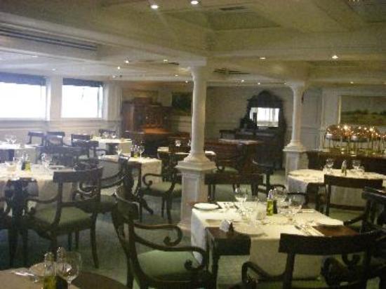 Oberoi Philae dining room