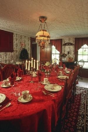 Peace With-Inn: Dining Room
