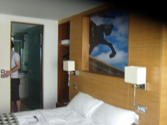 Lodge at Bristol: Our room