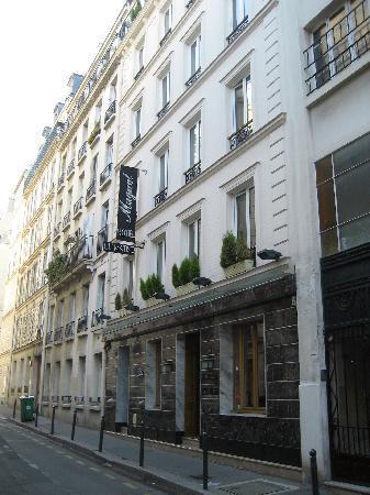 Rue chevert from room 41 photo de h tel muguet paris for Koi rue chevert