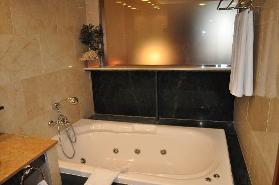 كاتالونيا بارثيلونا 505: Bathroom