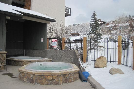 The Rockies Condominiums: hot tubs