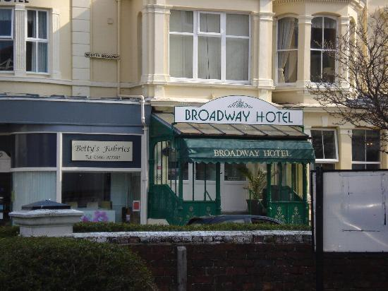 The Broadway Hotel: THE ENTRANCE