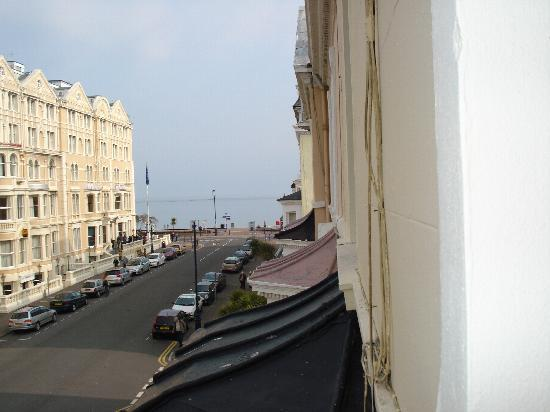 The Broadway Hotel: THE DISTANCE TO THE BEACH