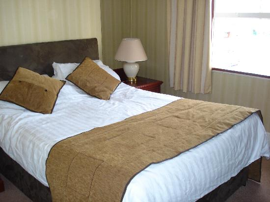 The Broadway Hotel: THE VERY COMFY BED