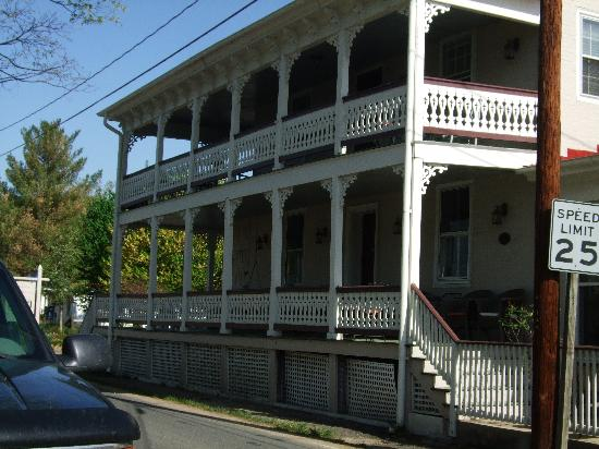Hopkins Ordinary Bed & Breakfast: Wraparound Porch w/Rocking Chairs and Tables