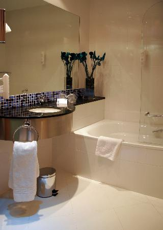 Holiday Inn Express Barcelona-Sant Cugat: Cuarto de baño/Bathroom