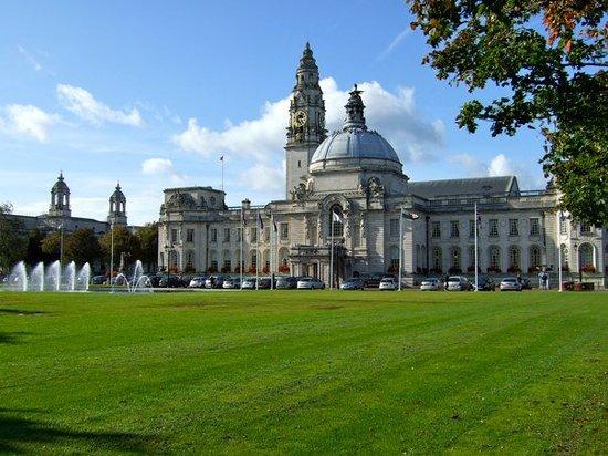 كارديف, UK: City Hall (Cardiff) - シティ・ホール(カーディフ)