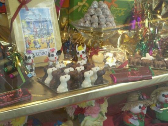 Modesto, Kalifornien: Haha...Little chocolate doggies : )
