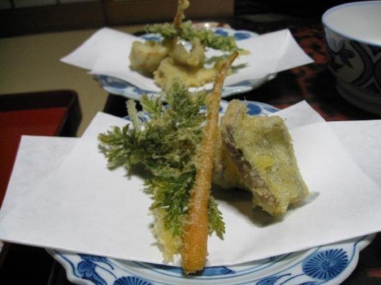 Traditional Kyoto Inn Serving Kyoto Cuisine IZUYASU: Kaiseki dinner: 2nd course tempura