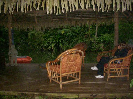 Hacienda La Isla Lodge: Little lounge area by the pond