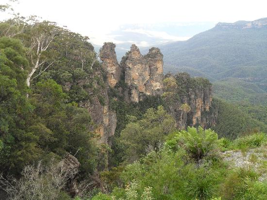 Katoomba Town Centre: The three sisters