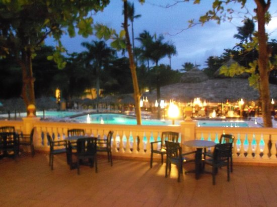 ClubHotel Riu Merengue: Pool at nighttime