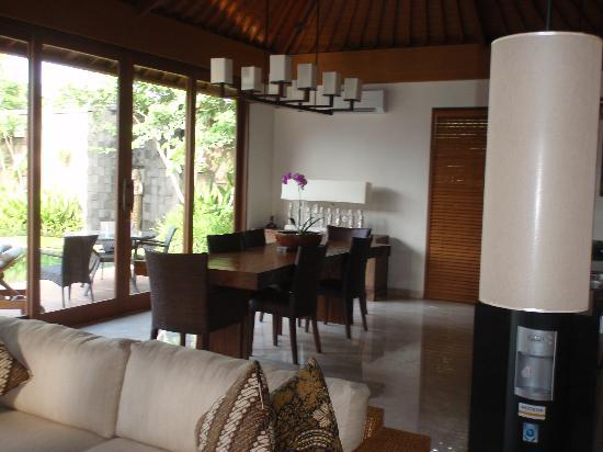 The Akasha Villas: dining area