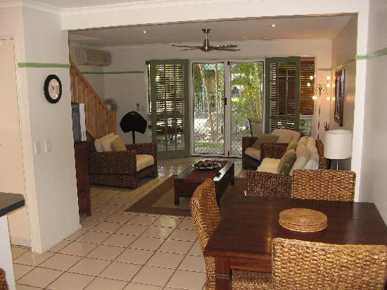 Coral Beach Noosa Resort - spacious 2 & 3 bedroom Townhouses