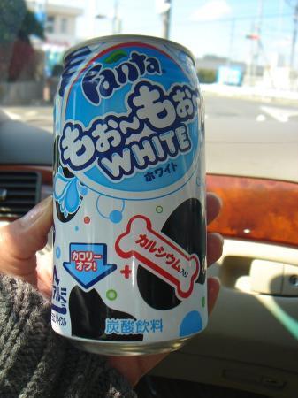 "Asakusa Imahan Kokusai Dori Honten: fanta ""WHITE"" adding milk (+ calcium)..it looks a like Calpico, but Calpis is so tasty =D"