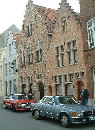 Huis Koning: Arriving by classic Mercedes to a classic venue