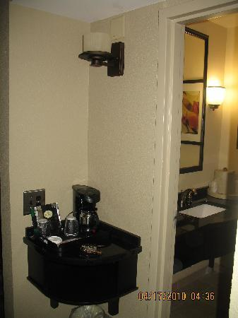 Holiday Inn Hotel & Suites - North: coffee maker