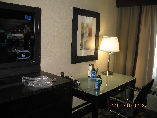 Holiday Inn Hotel & Suites - North: desk