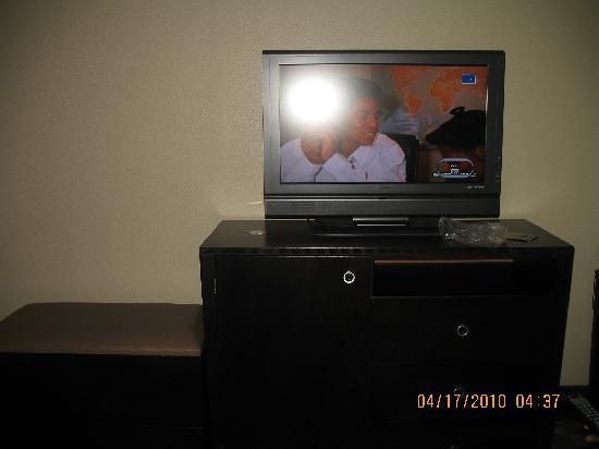 Holiday Inn Hotel & Suites - North: tv