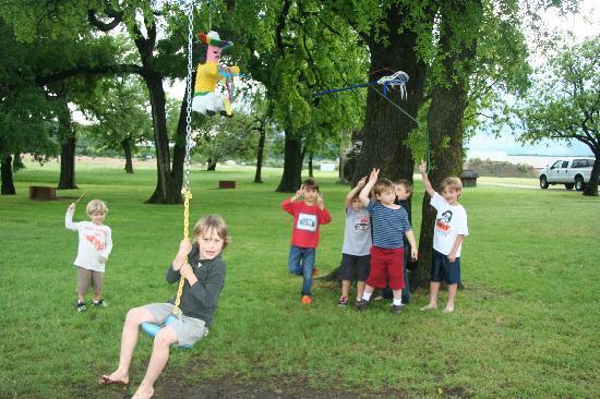 Rough Creek Lodge: 6 Year old piñata bashing