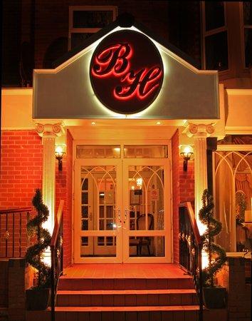 Bedford Hotel: Hotel Entrance