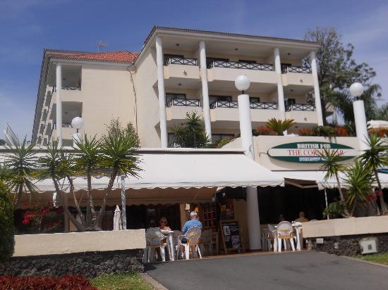 Aparthotel Parque de la Paz: Hotel rooms anyone for Neil Diamond in pain!