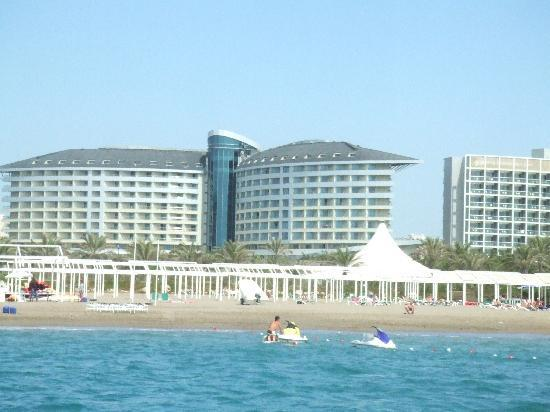 Royal Wings Hotel: Hotel from the sea