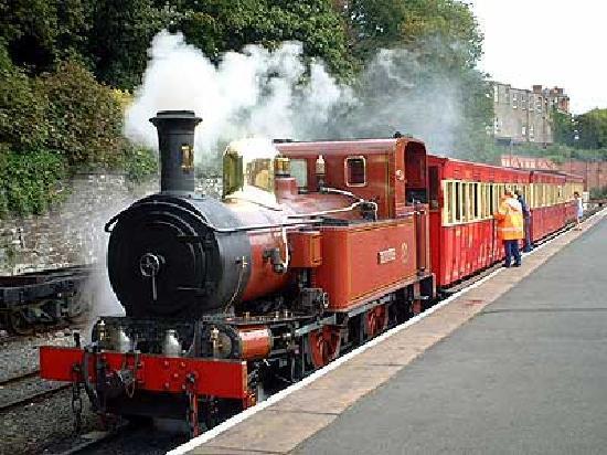 Douglas, UK: 100年選手の蒸気機関車