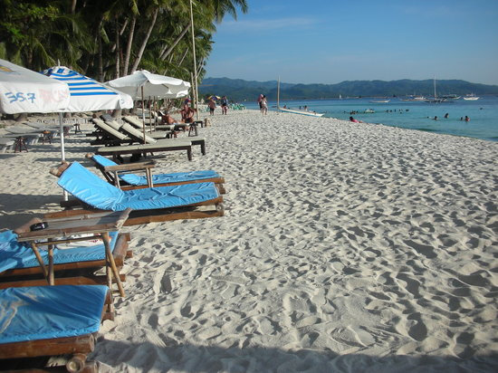 357 Boracay: beach front of 357... isn't it stunning!