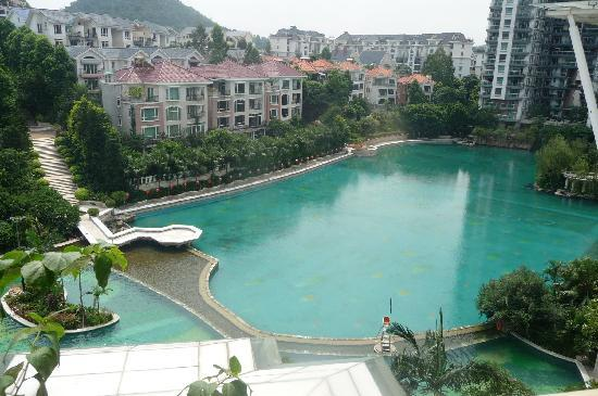 Guangzhou Yihe Hotel : view from hotel room / swimming pool