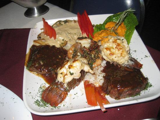 Pocho's Restaurant: Huge feast described above.