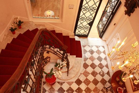 Jays Paris: Grand stairway