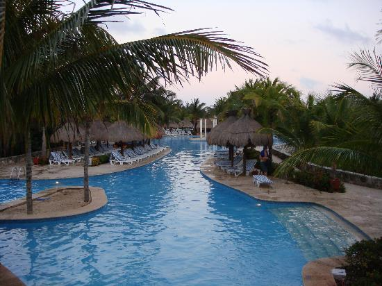 Iberostar Paraiso Del Mar: Part of the pool