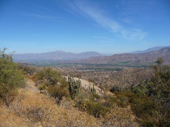 Termas de Jahuel Hotel & Spa: View of the valley from the trail