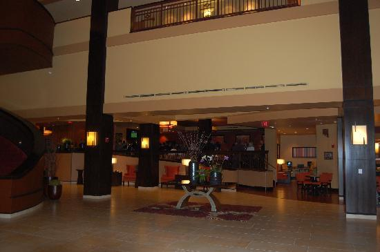 Bloomington-Normal Marriott Hotel & Conference Center: Front Desk Area