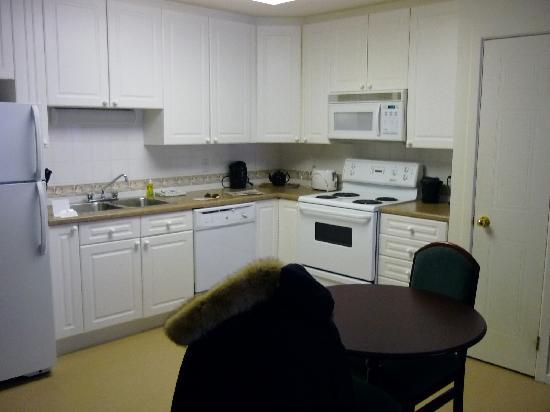 Capital Suites - Iqaluit: Kitchen