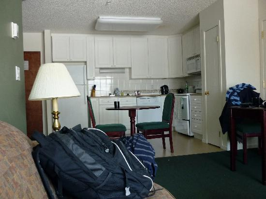 Capital Suites - Iqaluit: Living Room and Kitchen