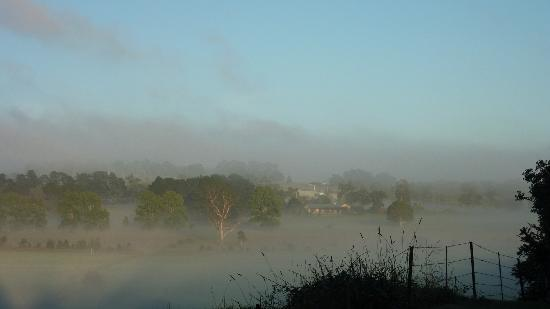 Briars Country Lodge & Inn : Morning on the hills below the hotel