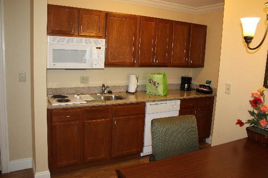 Homewood Suites Long Island - Melville: Kitchen