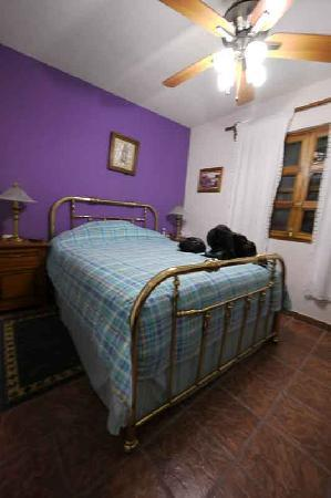Casa Maricela: Comfy room with private bath.