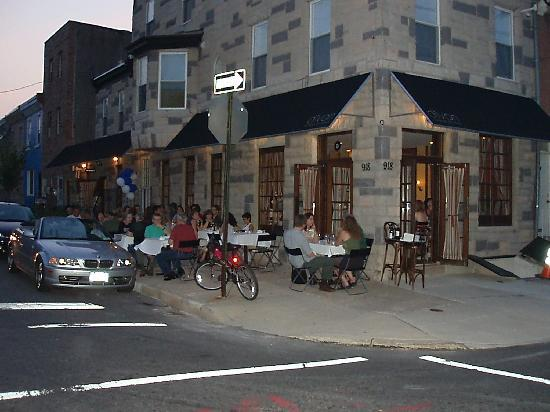 SoWe Bar Kitchen: out door seating photos