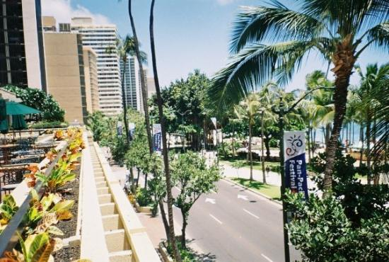 Looking down Kalakaua Avenue from the Hyatt Regency.
