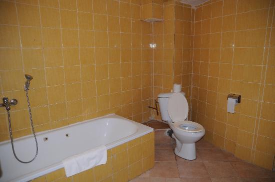 Dimension toilette dans salle de bain salle de bains - Toilette salle de bain ...