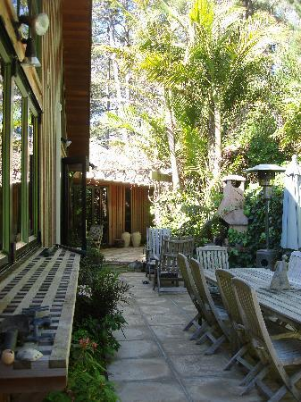 O'Grady Lodge: A great place to enjoy the garden and the equally amazing food!
