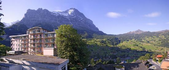 Belvedere Swiss Quality Hotel: Hotel Belvedere Grindelwald with famous Eiger in the back