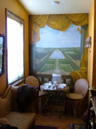 Trade Winds Bed and Breakfast: view of tuscany/ seating area