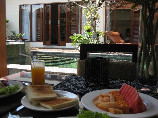 Bugan Villas: Complimentary breakfast in the villa