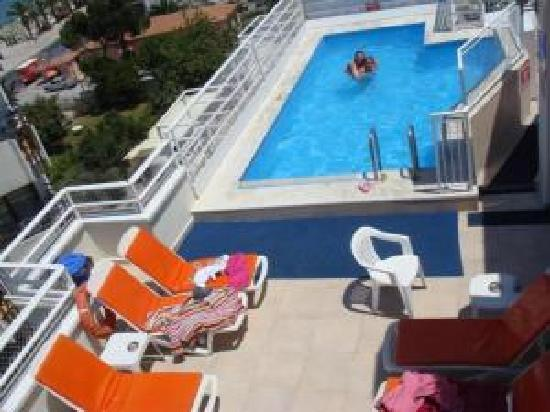 Hotel Istankoy Kusadasi: Roof Terrace And Pool