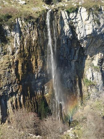 Centro de Interpretación PN Collados del Asón y Montaña Oriental: La cascada del arco iris